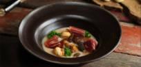Sopa de castañas, setas de invierno, kale y jamón Cinco Jotas